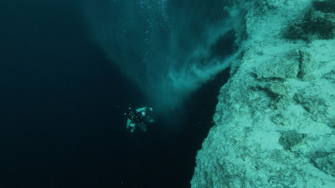 deans blue hole bottom